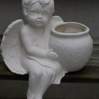 engel groot zittend met pot