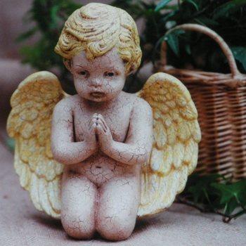 engel knielend biddend