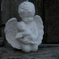 engel knielend met baby engel