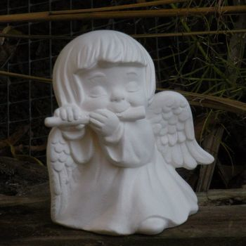 engel meisje fluit spelend