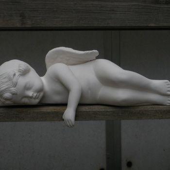 engel slapend hand omlaag