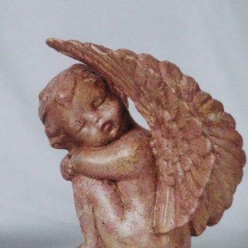 engel slapend vleugels boven L