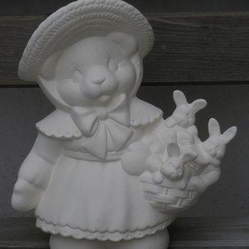 beer meisje met konijntjes
